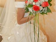 Ангарск: Свадебное платье, Цвета шампань, 42-44 Пышное свадебное платье цвета шампань. Размер 42-44, на корсете, сзади шнуровка. В комплекте: фата, перчатки до