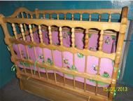 Детский уголок Продам детский уголок в очень хорошем состоянии. Кроватка-маятник 3 уровня с выдвижными ящиками. Шкаф угловой и шкаф книжный, цвет сини, Барнаул - Детская мебель